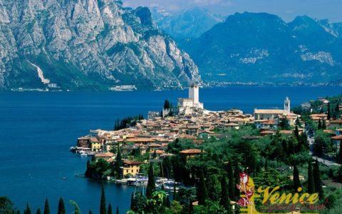Ślub na tarasie zamku nad Jeziorem Garda - zdjęcie 03
